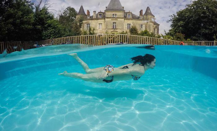 Camping proposant une piscine avec vue sur le fond du bassin