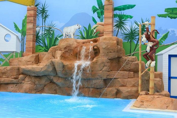 espace aquatique avec piscine couverte en Vendée