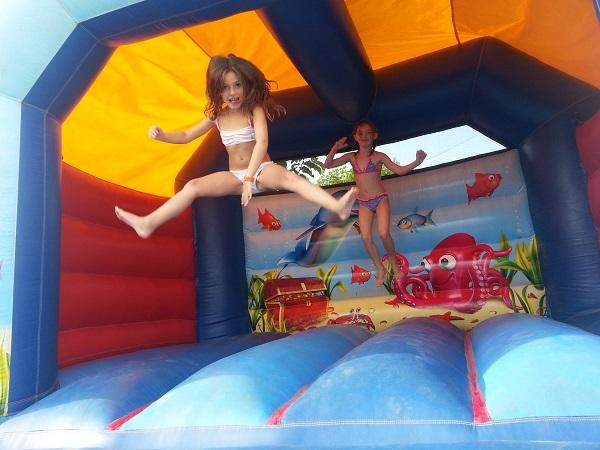 structure gonflable pour les enfants aux camping familial de Vendée