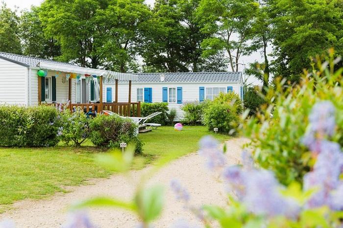allée calme au camping reservation dernière minute  en Vendée